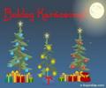 Zenés képeslap karácsonyra, fenyőfákkal és ajándékokkal.