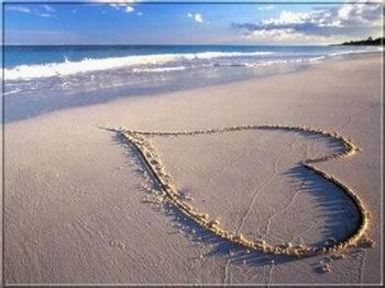 Szerelmes tengerparti képeslap.