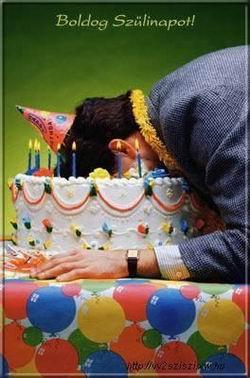 Születésnapi üdvözlet, speciális tortával.